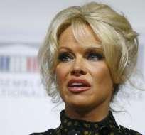 Pamela Anderson habla de su relación con Julian Assange. Foto: AP - Archivo