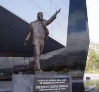 Estatua de Néstor Kirchner está en la mira tras escándalo de corrupción en Argentina. Foto: Captura.