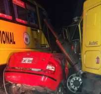 El hecho ocurrió entre un tráiler, un auto y un bus. Foto: Cortesía