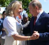 Putin bailó con la novia, ignorando la controversia sobre su invitación.