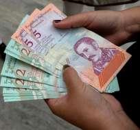 El trámite de pasaporte puede demorar meses y costar mucho dinero. Foto: AFP