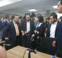 La diligencia busca medidas cautelares para no exigir pasaporte a venezolanos. Foto: @DEFENSORIAEC