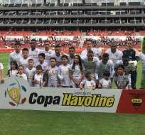 QUITO, Ecuador.- El elenco de los 'albos' previo a su último encuentro, contra Técnico Universitario. Foto: Liga de Quito