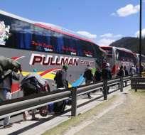 6 buses partieron desde Quito a Perú, destino de los migrantes que huyen de la crisis. Foto: API