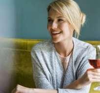 Tomar una copa de vino al día no es un hábito saludable, dice uno de los estudios más completos realizados hasta ahora.