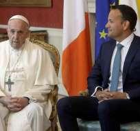 DUBLÍN, Irlanda.- El primer ministro de Irlanda, Leo Varadkar, recibió a Francisco con duras críticas. Foto: AP.