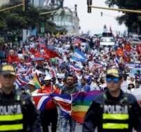 Cientos de personas protestaron en Costa Rica contra las actitudes xenófobas hacia los nicaragüenses.