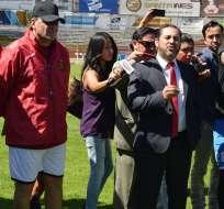 Galo Cárdenas (d.) dijo en una entrevista que le ofrecieron $200.000 para que pierda el Cuenca. Foto: API