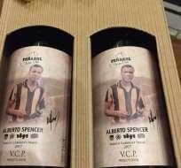 El club de vinos, asociado al equipo Peñarol, lanzó una edición con la imagen del exfutbolista ecuatoriano. Foto: @spencerjacq