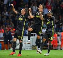 PARMA, Italia.- Mandzukic, CR7 y Douglas Costa celebran la victoria de su equipo en esta jornada. Foto: AFP