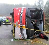 El accidente en la vía Cuenca-Loja deja 15 heridos, según ECU 911. Foto: Twitter Bomberos Cuenca