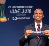 ZÚRICH, Suiza.- Esteban Cambiasso, exfutbolista argentino, fue el encargado de realizar el sorteo. Foto: FIFA