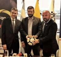 GUAYAQUIL, Ecuador.- Marcelo Torres, Pablo Arosemena y Miguel Ángel Loor suscribieron el acuerdo. Foto: Liga Pro