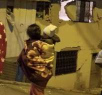 Viviendas y calles afectadas en dos provincias tras sismo. Foto: Twitter @cups_fire_gye
