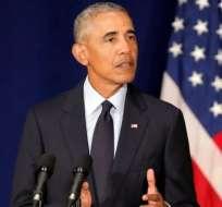 Obama rompió la tradición de no inmiscuirse en política con un discurso en la Universidad de Illinois.