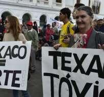 Activistas protestan contra Chevron en una plaza en Quito el 21 de mayo de 2014. Foto: ARCHIVO AFP