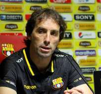 Guillermo Almada demostró su enojo contra un supuesto hincha de Barcelona.