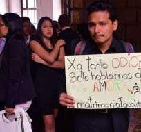 QUITO, Ecuador.- Abogados de pareja analizan apelar la sentencia ante la Corte Constitucional. Foto: Tomado de Medios Públicos.
