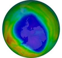 Vista del ozono total sobre la Antártida el 12 de septiembre. Los colores púrpura y azul son los que tienen menos ozono