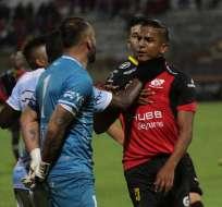 El delantero del Deportivo Cuenca acusó al portero del Guayaquil City de racista. Foto: API