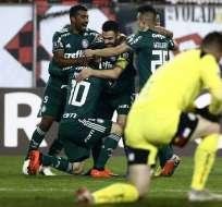 SANTIAGO, Chile.- Los jugadores del Palmeiras celebran el triunfo sobre Colo Colo. Foto: AFP