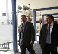 QUITO, Ecuador.- Según novia de uno de los asesinados, el exministro fue a Fiscalía con actitud prepotente. Foto: API