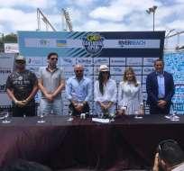 La rueda de prensa contó con representantes de el Municipio de Guayaquil y la prefectura del Guayas. Foto: Alejandro Bellolio