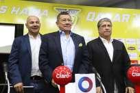 Así lo dijo el presidente de la Federación Ecuatoriana de Fútbol (FEF), Carlos Villacís (c.). Foto: API