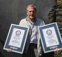 El entrenador de la selección uruguaya obtuvo recientemente dos marcas. Foto: HO / Guinness World Records / AFP