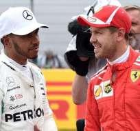 Hamilton (izq.) junto a Vettel en una de las carreras de esta temporada. Foto: AFP