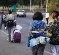 QUITO, Ecuador.- Ciudadanos venezolanos iniciaron un periplo a través de Sudamérica huyendo de su país. Foto: API.