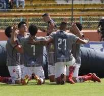 CUENCA, Ecuador.- El elenco de Técnico Universitario celebra el triunfo de su equipo. Foto: API