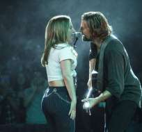 """En esta imagen difundida por Warner Bros. Pictures, Lady Gaga y Bradley Cooper en una escena de """"A Star is Born"""". Foto: AP"""