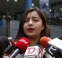 QUITO, Ecuador.- Yadira Cadena acudió a Fiscalía, donde dijo reposa el documento de la Casa de Confianza. Foto: API