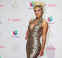 Karol G posa en la alfombra roja del Premio Lo Nuestro a la Música Latina en Miami. Foto: AP