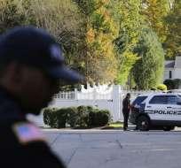 Policías resguardan tras las amenazas de paquetes explosivos Foto: AP