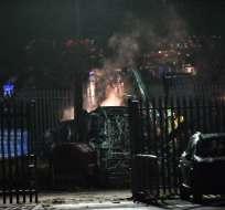 LEICESTER, Reino Unido.- El accidente se produjo instantes después del partido entre el Leicester y el West Ham. Foto: AFP