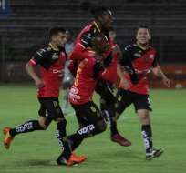 CUENCA, Ecuador.- El 'Expreso Austral' celebra el gol de Marco Mosquera. Foto: API
