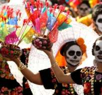 El Día de Muertos se celebra en México el 2 de noviembre y es una fecha en que las familias honran a sus seres queridos