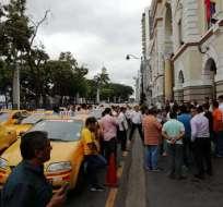 Taxistas protestan contra la informalidad en Guayaquil. Foto: Gobernación Guayas