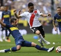 BUENOS AIRES, Argentina.- El autogol de Carlos Izquierdoz (Boca) le permitió el empate a River. Foto: AFP