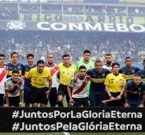 BUENOS AIRES, Argentina.- Los jugadores de ambos equipos durante el partido de ida disputado el 11 de noviembre. Foto: AFP