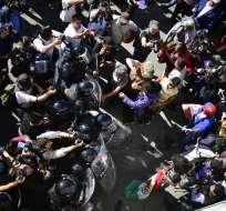 Las personas formaban parte de los 500 que intentaron cruzar a Estados Unidos. Foto: AFP