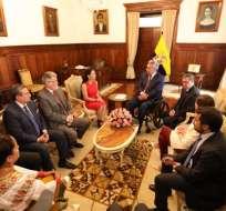 QUITO, Ecuador.- Miembros del CNE sostuvieron una charla con el presidente Moreno. Foto: Cortesía.