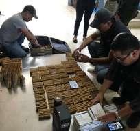 CHACRAS, Ecuador.- Los medicamentos se hallaban sin registro sanitario y caducados. Foto: Cortesía.