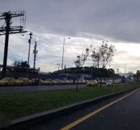 QUITO, Ecuador.- Taxistas en proceso de concentración en Av. Granados.Foto:Tomado de Twitter Wilson Carchi.