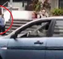 Otra conductora ataca a agente de tránsito en Quito. Foto. Captura de video