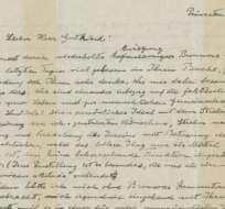 La carta, de dos páginas y escrita en alemán, está fechada 3 de enero de 1954.