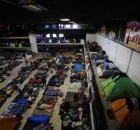 Unos 5.600 o 5.700 son los migrantes que siguen en la frontera con Estados Unidos. Foto: AP