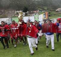 El presidente vitalicio del Mushuc Runa se emocionó tras el 2-2 ante Aucas. Foto: API